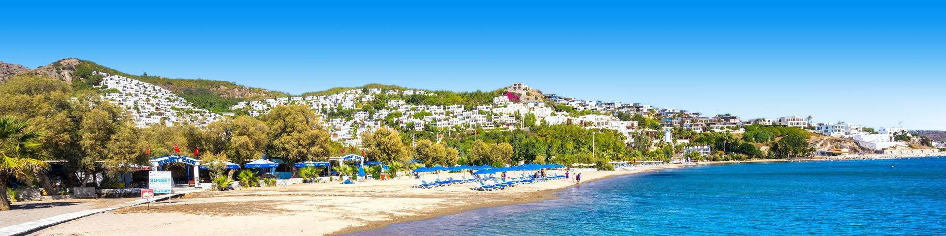 Wit strand in Bodrum, Turkije zonvakantie September