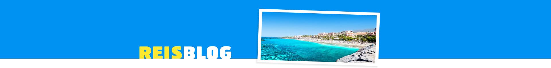 Uitzicht op de blauwe zee op de Canarische Eilanden
