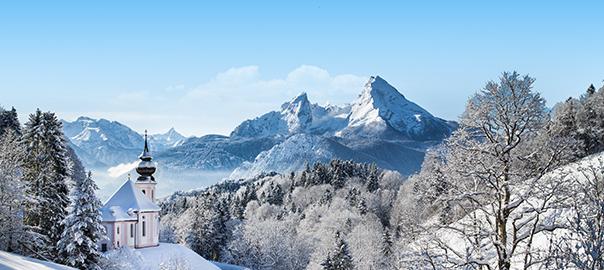 Besneeuwde bergen op wintersport