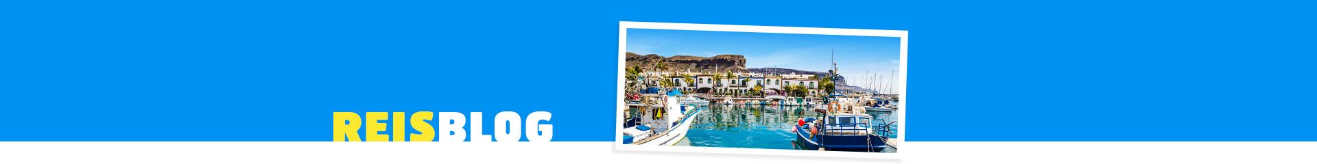 Uitzicht op een haven en bootjes op Gran Canaria in Spanje