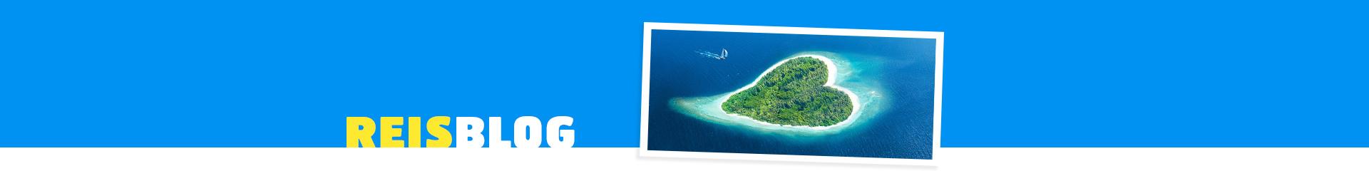 Prachtig hartvormig eiland, met helder blauwe zee en groene hart