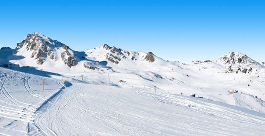 Besneeuwde bergen wintersport Oostenrijk