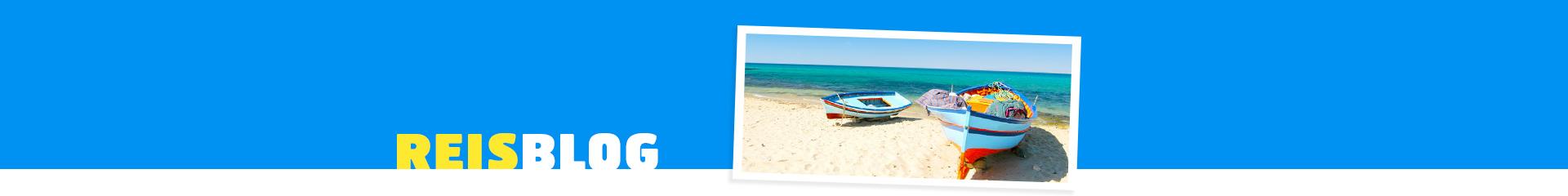 twee bootjes op het strand in Tunesië