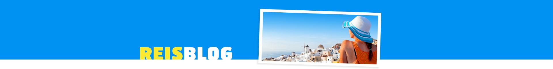 Prachtig uitzicht over witte huizen en ze zee.