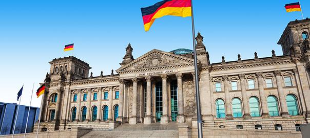 Monument in Berlijn met Duitse vlag